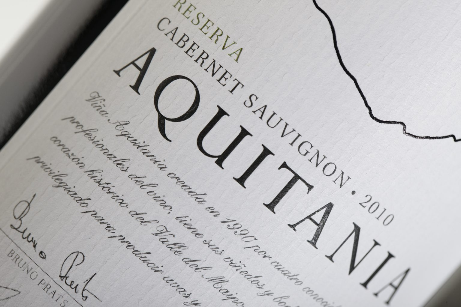 aquitania wine marketing label